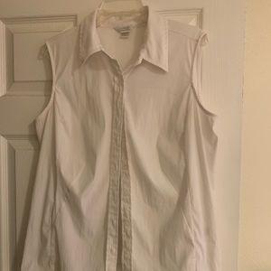 Whit sleeveless dress shirt